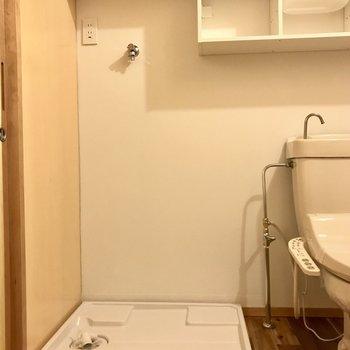 洗濯機置場はトイレ横。