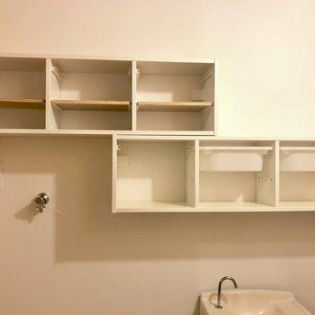 トイレと洗濯機置場上の収納。おしゃれにディスプレイして!