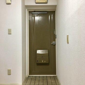 栗色の玄関ドアがかわいかったです。