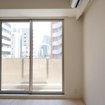 開放感溢れる窓 ※写真は1Kの似た間取り(2階)のお部屋です。