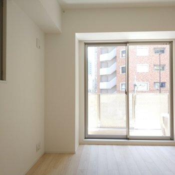 スッキリとした居室。※写真は1Kの似た間取り(2階)のお部屋です。