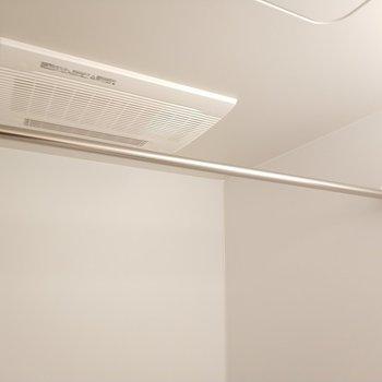 浴室乾燥機も完備! ※写真は1Kの似た間取り(2階)のお部屋です。
