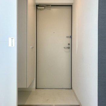 玄関はシューズクローゼットもしっかりと