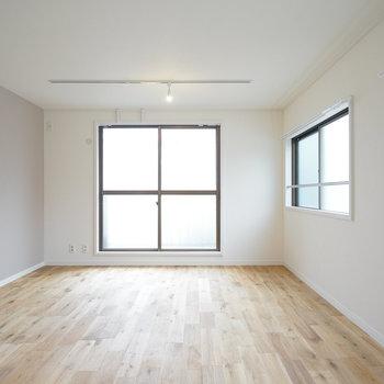 広々としたリビング!家具はお好きな物をどうぞ!※写真は前回募集時のもの