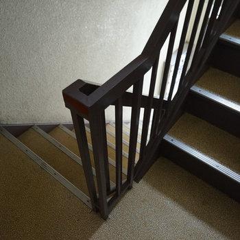 階段で4階まで、運動です!