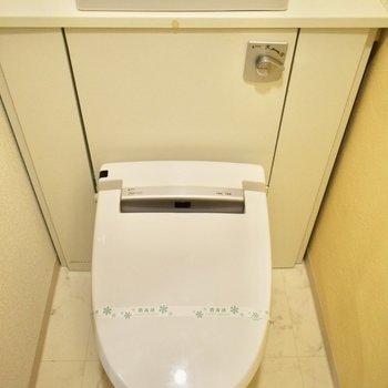 トイレはウォシュレット付! 水道の近くには、観葉植物など香りものを飾ってもいいですね!