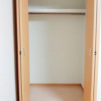 クローゼット大きめでゆとりあり! ※写真は1階の同間取り別部屋のものです
