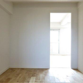 使い勝手もいい広さの洋室。
