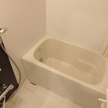 お風呂は追い炊き付き。