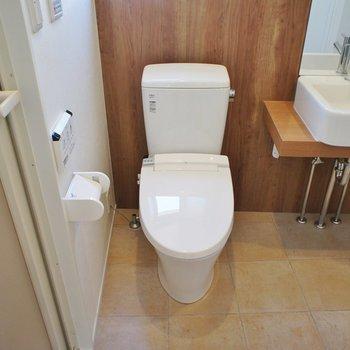 トイレも設備良好!※写真は間取り反転の別部屋