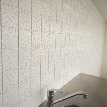 壁の柄にもちょっとしたこだわり※写真は6階同間取りの別部屋です