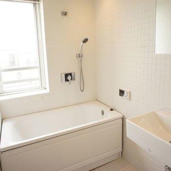 お風呂明るくてきれいです※写真は6階同間取りの別部屋です