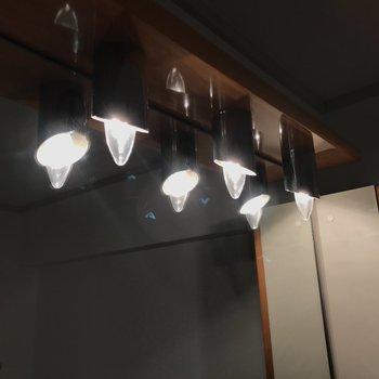 明かりを点けるとロウソクっぽいのかな。