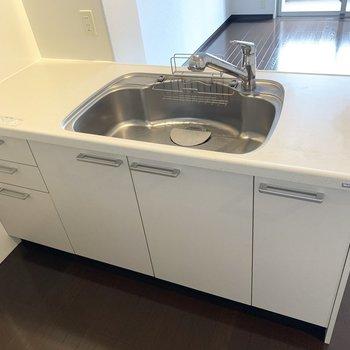 食器乾燥機もおけそう(※写真は8階の同間取り別部屋のものです)