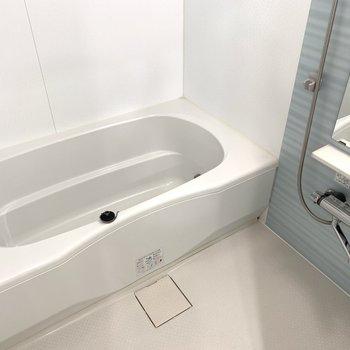 ゆったりなバスルーム(※写真は8階の同間取り別部屋のものです)