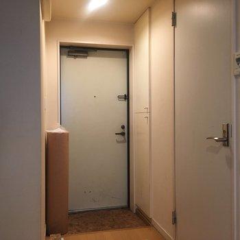 小ぢんまりした玄関