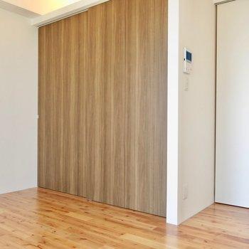 木の雰囲気に統一 ※写真は1001号室です