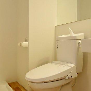 綺麗なトイレ! ※写真は1001号室です