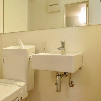 小さめの洗面台 ※写真は1001号室です