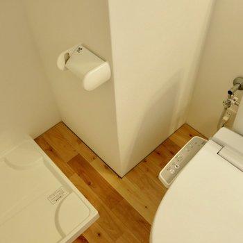 トイレットペーパーの位置が微妙 ※写真は1001号室です