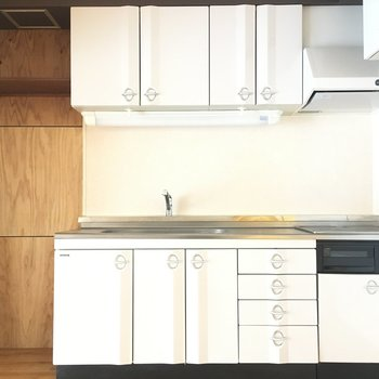 収納たくさんのかわいいキッチン。