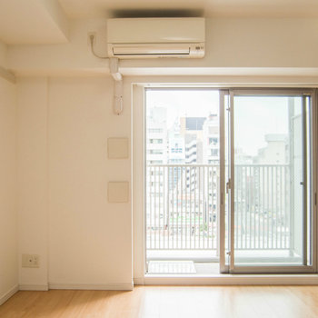 お部屋はゆとりある8帖のスペース。 ※写真は別部屋です。