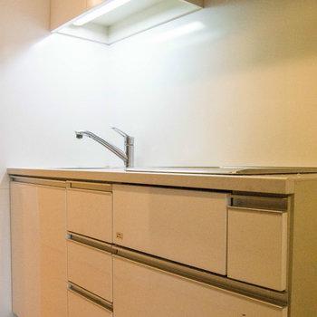 キッチンはIH2口です ※写真は別部屋です。