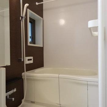 バスルームはクロスがかっこいい!※写真は同じ間取り103号室