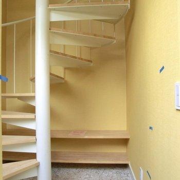 玄関開けると広い空間。オープンシェルフに靴を♪※写真は前回募集時のものです