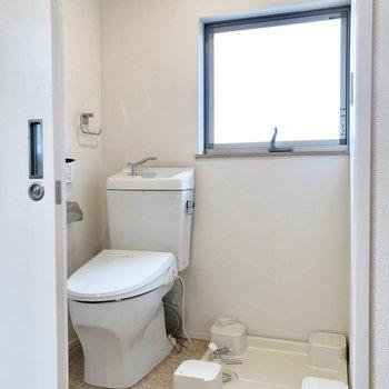 脱衣所にトイレと洗濯機置き場。動線◎※ 写真は前回募集時のものです
