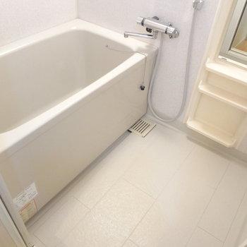 お風呂はこんな感じ。ふつうかな。