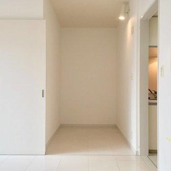 2帖ほどのフリースペース。ここをどう使おうかなっ※2階の反転間取り別部屋の写真です