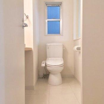 サニタリーはひとまとめに。トイレもこちら!※2階の反転間取り別部屋の写真です