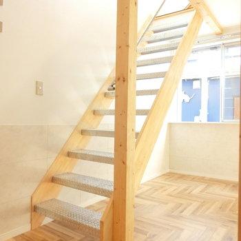 洋室へと上る階段