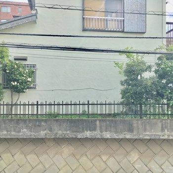 眺望は住宅街!バルコニーはありません・・・
