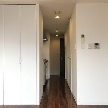廊下にキッチンがあります。