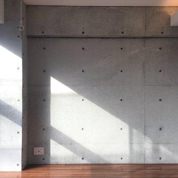 壁がお部屋のインテリアの内観