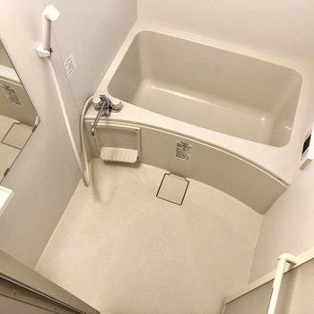 【1階】お風呂も比較的コンパクトになっています。