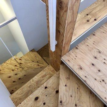 螺旋階段を降りて1階へ。