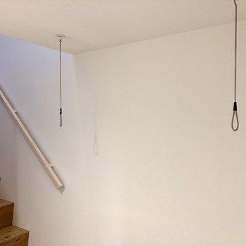 【1階】コンパクトに収納可能な竿受けも付いていますよ。