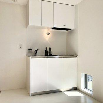 【LDK】キッチン左に冷蔵庫を置けますね。