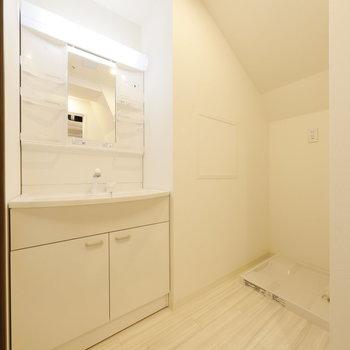 脱衣所、洗面台周りきれい!