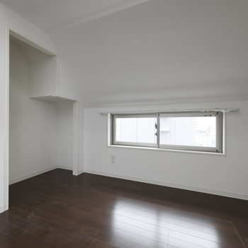 壁際、面白い形のスペースですね
