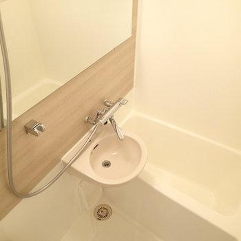 独立洗面台はなく2点ユニットになります。