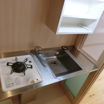 スタイリッシュなキッチン※写真は8階の同間取り別部屋のものです