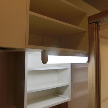 キッチン上にも収納が※写真は8階の同間取り別部屋のものです