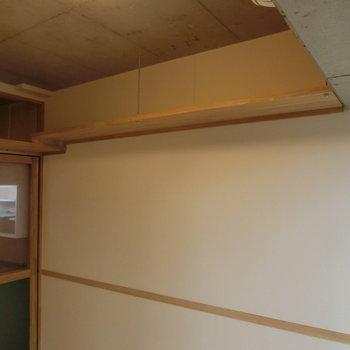 天井収納がたっぷり※写真は8階の同間取り別部屋のものです