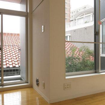 左側の開口部が高さに余裕があって広く見えます。※写真は同間取りの別部屋です。