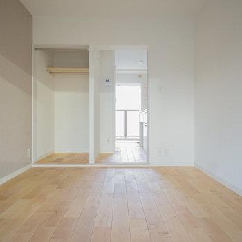 床はカバサクラの無垢になります♪※前回募集時の写真です。