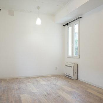シャビーシックなワンルーム。※写真は2階の別部屋です